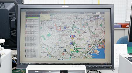 車輌の位置をの地図モニターで確認